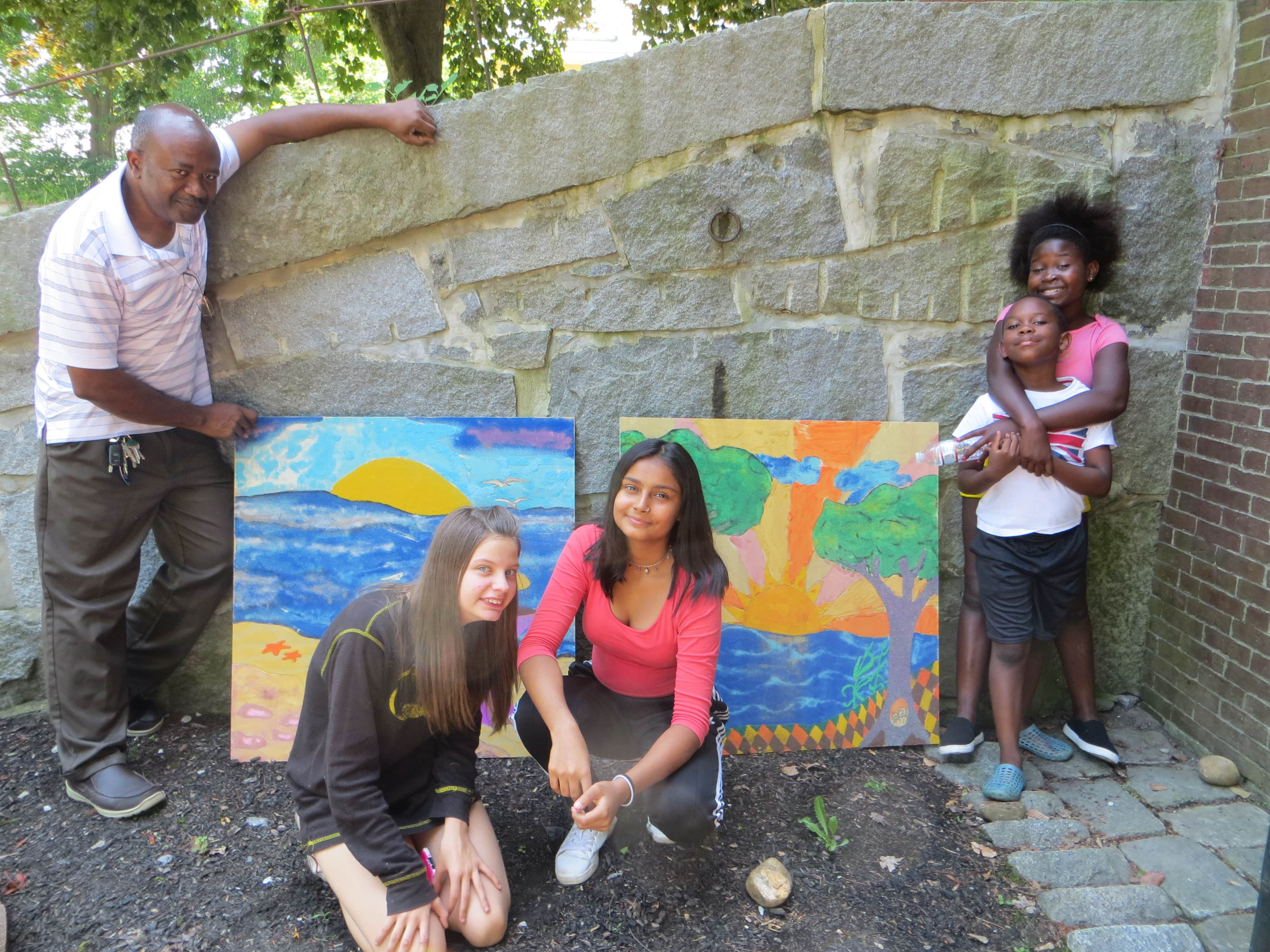 2019 08 20 12 Mentees Willow Stuti Jose Clementine with Artist Segun drying pieces outside by TS min